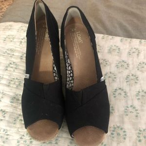 Toms Wedges size 9
